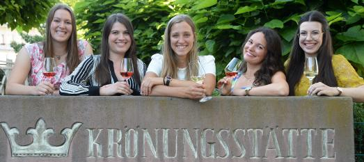 Gruppenbild Kandidatinnen - v.l.n.r. Sarah Krebs, Saskia Teucke, Dorothea John, Denise Grauer, Saskia Sperl, Foto: © Pfalzwein e.V.