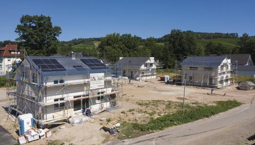 Auf dem 3.700 Quadratmeter großen Areal in Durbach-Ebersweier, welches WeberHaus erschlossen hat, werden insgesamt sieben Einfamilienhäuser gebaut