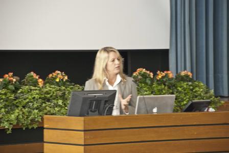 PhD. PT Bronwen Ackermann aus Sydney/Australien in ihrer Keynote: Physiotherapy assessment and management of musicians´injuries