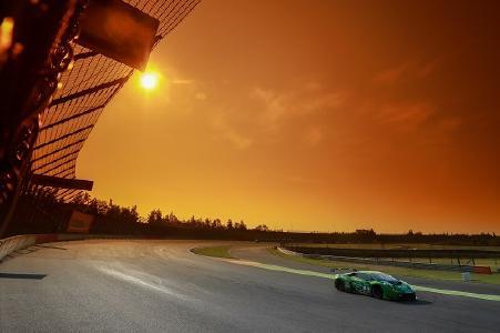 Das ADAC GT Masters bietet Motorsport-Fans viele Reize. Die Rennen zeichnen sich durch einen hohen Grad an Spannung und Qualität aus