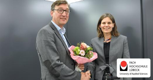 FH-Präsidentin Dr. Muriel Helbig gratuliert dem frisch gewählten Vizepräsidenten Prof. Dipl.-Ing. Frank Schwartze / Foto: FH Lübeck