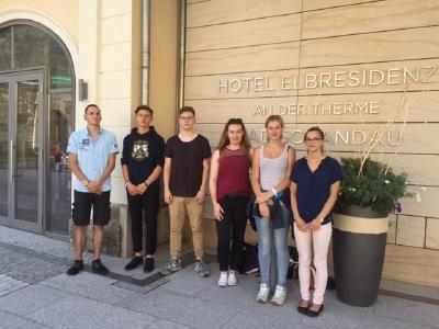 Die neuen Auszubildenden des Hotel Elbresidenz an der Therme Bad Schandau / Foto: Fränzi Nimptschke