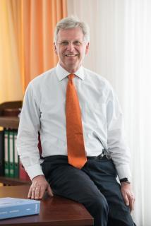 Dr. Finckenstein