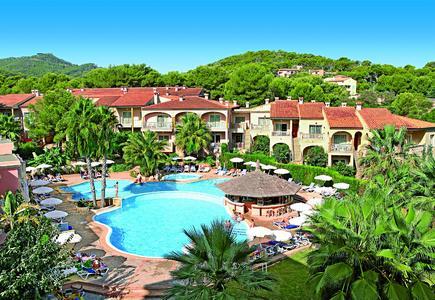 Im allsun hotel Lago Playa Park auf Mallorca werden die Empfangshalle, das Restaurant und die große Liegefläche im Garten vollständig umgebaut und modernisiert. Foto alltours