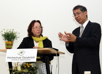 Honorarprofessorin Ursula Eid hat den Tsunami-Experten Kenzo Hiroki  für einen Gastvortrag an die Hochschule Osnabrück geholt