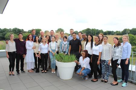 Die Teilnehmer und Teilnehmerinnen der Sommerakademie LCE entwickelten gemeinsam vier gemeinnützige Projekte.