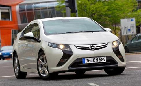 Am Tag der Umwelt (5. Juni 2013) steht Opel blendend da. Angeführt werden die Opel-Sparmeister heute vom Elektroauto ohne Kompromisse. Der Opel Ampera ist eine vollwertige viersitzige Limousine, die rein elektrisch bis zu 80 Kilometer weit fahren kann