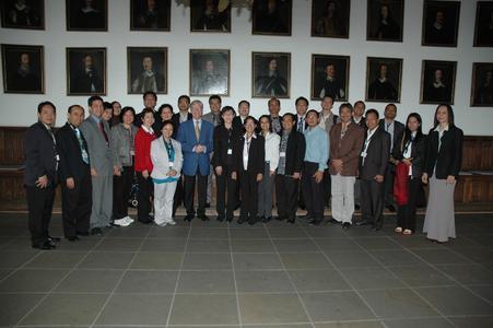 Die Teilnehmer des International Deans' Course wurden von Bürgermeister Burkhard Jasper im Osnabrücker Rathaus begrüßt.