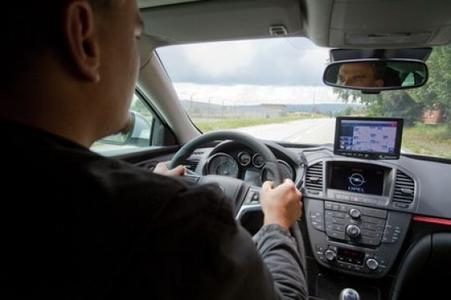 simTD: Fahrzeuge lernen nach standardisierten Regeln Daten auszutauschen