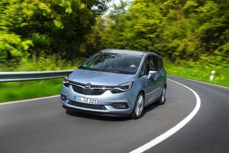 Komfortabel und stilvoll reisen: Der neue Opel Zafira bietet viel Platz für Hund und Halter