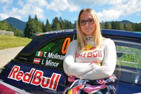 In den Startlöchern: Das 18-jährige Rallye-Talent Tamara Molinaro ist im Opel ADAM R2 als Vorausfahrzeug bei kommenden Rallyes in Österreich und in Deutschland im Einsatz