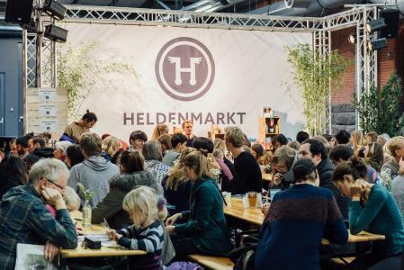 Heldenmarkt-Bühne