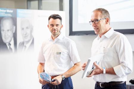 Christoph Homburger (Produktionsleiter links im Bild) und Dr.-Ing. Stefan Scheringer