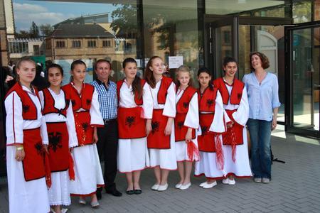 Die Tanzformation Shqipanjate e Osnabrück hatte sich spontan bereit erklärt beim Sommerfest aufzutreten und zeigte einen albanischen Tanz