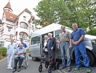 neuer kleinbus senioren wohnpark arnsberg mit rollstuhlrampe mobil senioren wohnpark arnsberg. Black Bedroom Furniture Sets. Home Design Ideas