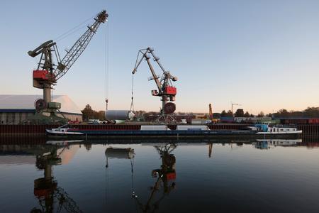 Der Hafen Regensburg, Bayerns umschlagstärkster Donauhafen. Foto: obx-news