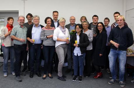 Auch die Osnabrücker Kolleginnen und Kollegen sowie Studierenden gratulierten Prof. Dr. Norbert Vennemann (2. Reihe, Mitte) zu seiner Ehrendoktorwürde. (Foto: Hochschule Osnabrück / Lidia Wübbelmann)