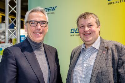 Carsten Hoffmann, Vorstand GGEW AG und Rolf Richter, Bürgermeister der Stadt Bensheim und GGEW-Aufsichtsratsvorsitzender bei der Energie- und Baumesse 2018 in Bensheim (v. l.)  / Foto: GGEW AG/Marc Fippel Fotografie