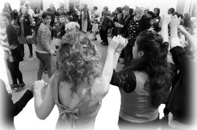 Tanzen beim Frauen-Begegnungsfest in der Aula der Sparkasse Lauterbach / Archiv-Foto: Gaby Richter