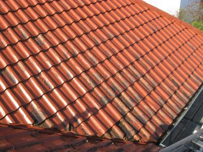 """So manch ein """"beschichtetes"""" Dach erinnert schon nach wenigen Jahren eher an ein Stück Blätterteig"""