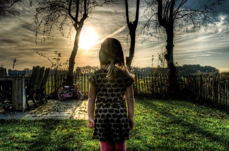 Mädchen im Garten/Pixabay