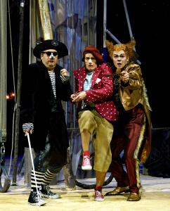 Oliver Firit (Kater); Paul-Louis Schopf (Pinocchio), Sven-Marcel Voss (Fuchs). Fotograf: THOMAS BRAUN