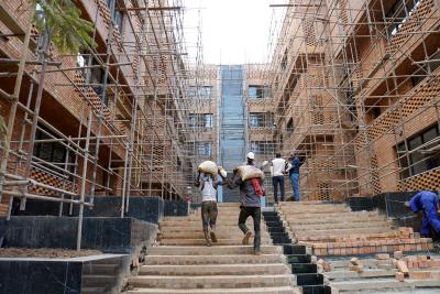 Typische Baustellenszenen in Uganda. Foto: Kunzendorf