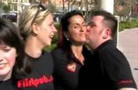 Warm Up: der  Flirtpub-Kussweltmeister übte fleißig für den Rekord