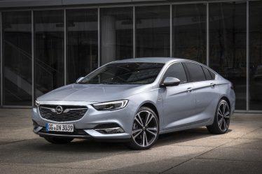 Bärenstarke Leistung: Der neue Opel Insignia (im Bild die Limousine Grand Sport) ist jetzt auch mit dem Zweiliter-BiTurbo-Diesel erhältlich. Der neu konstruierte Spitzenmotor leistet dank sequentieller Zwei-Stufen-Turboaufladung 154 kW/210 PS und bietet ein maximales Drehmoment von 480 Newtonmeter