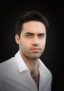 Porträt des Bariton Tobias Greenhalgh, der in der Rolle des Aeneas zu erleben sein wird (Foto: Lilya Namisyk)
