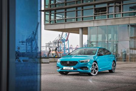 Frei nach Wahl: Künftig reicht die Vorlage eines Fotos mit der Wunschfarbe – und der neue Insignia lässt sich dank Opel Exclusive zum eigenen Traumauto lackieren