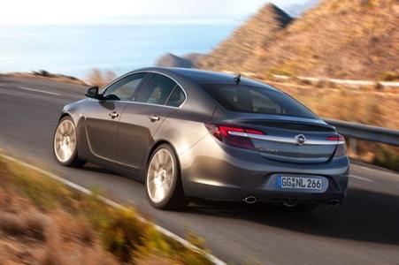 Opel-Modelloffensive, nächste Stufe: Der neue Opel Insignia glänzt mit einem noch attraktiveren Design, neuen starken und zugleich extra-effizienten Direkteinspritzer-Triebwerken sowie einer komplett neuen Infotainment-Generation