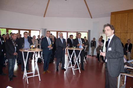 Hochschul-Präsident Prof. Dr. Andreas Bertram begrüßt die Delegation der 11. Verbraucherschutzministerkonferenz (Fotos: GB Kommunikation der Hochschule Osnabrück)