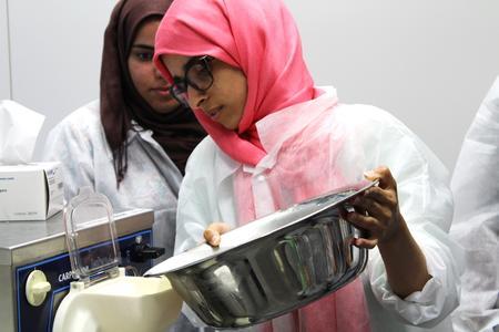 Während des Summer Labs produzieren die internationalen Studierenden unter anderem ihr eigenes Speiseeis