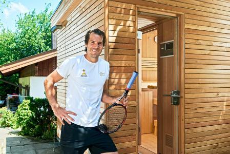 """Tommy Haas weiß, wie wichtig das Thema Regeneration gerade für Profisportler ist. """"Wer seinem Körper alles abverlangt, der muss ihm auch bei jeder Gelegenheit wieder etwas zurückgeben"""", ist Haas überzeugt. So entstand bei ihm mehr und mehr der Wunsch, auch in seinem Zuhause eine eigene Sauna zu haben. Foto: KLAFS GmbH & Co. KG"""