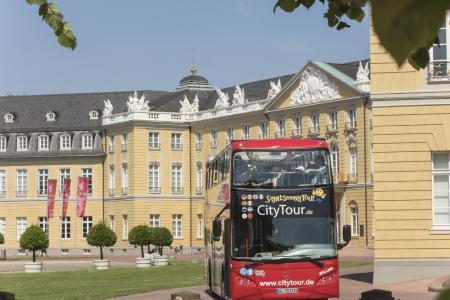 Er rollt wieder: In Karlsruhe starten die Stadtrundfahrten mit dem roten Doppeldeckerbus
