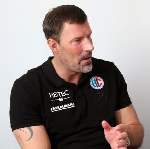 HCE-Trainer Robert Andersson: Wir müssen uns nun sehr gut auf das Heimspiel vorbereiten / Foto: hl-studios, ER