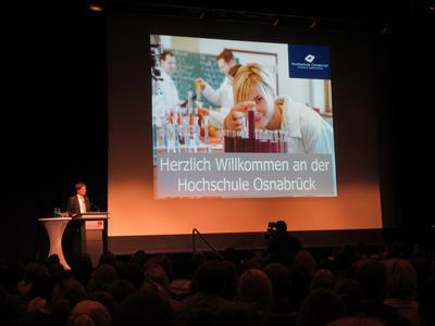 Prof. Dr. Andreas Bertram, Präsident der Hochschule Osnabrück, hieß die Erstsemester willkommen