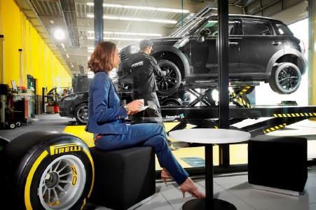 In den Filialen des DRIVER Netzwerks werden den Mitarbeiterinnen und Mitarbeitern des deutschen Gesundheitssystems beim saisonalen Räderwechsel die Servicekosten erlassen
