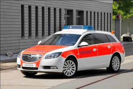 Opel auf der Rettmobil: Mit fünf Fahrzeugen gehört Opel bei der 11. RETTmobil in Fulda zu den Herstellern mit dem umfangreichsten Einsatzfahrzeug-Angebot für Polizei, Feuerwehr und Notarzt. Der Insignia Sports Tourer verfügtals Notarzteinsatzfahrzeug als über den adaptiven 4x4-Allradantrieb