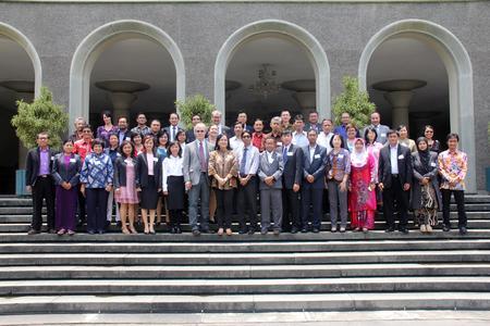 Die Teilnehmerinnen und Teilnehmer des International Deans' Course Südostasien in Yogyakarta, Indonesien