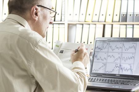 Die anhaltend niedrigen Zinsen veranlassen immer mehr Anleger, Teile ihres Vermögens in Wertpapiere und Fonds umzuschichten. Es empfiehlt sich, deren Kursentwicklung regelmäßig zu verfolgen (Foto: Wüstenrot Bank AG)