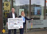 Open Petition C Kennzeichen wird von Initiator Thomas Schmies (DCI) offiziell auch im Namen der RU an Frau Anke Leue, Dienststellenleiterin des BMVI am Standort Bonn, übergeben Foto DCI