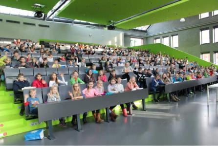 Zur Kinderuniversität ist das Audimax immer gut besucht