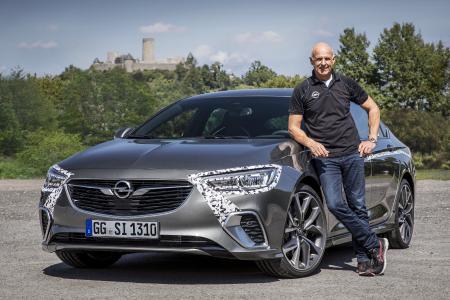 Kenner des Kurvendschungels: Opel-Direktor Performance Cars und Motorsport Volker Strycek verlangt dem neuen Insignia GSi auf der Nürburgring-Nordschleife alles ab