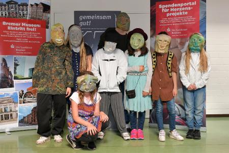"""Ein Haus für unsere Freundschaft (Hemelingen) erhielt für sein stummes Maskentheater """"Ich - mal ganz anders / I am more than my looks"""" / Foto: Michael Bahlo // Copyright: Die Sparkasse Bremen"""