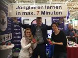 Bei Stephan Ehlers kann man in 7 Min. das Jonglieren lernen