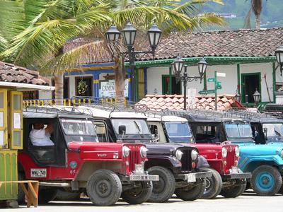 Willys Jeeps in Salento, Kaffeezone (Karawane Reisen)