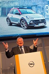 Bühne frei: Opel-Vertriebschef Peter Christian Küspert stellte bei der Opel-Pressekonferenz auf der AutoRAI in Amsterdam den neuen ADAM ROCKS S vor.