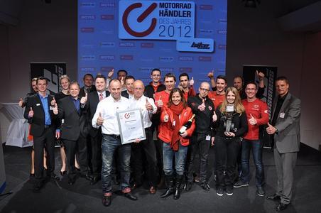 Motorradhändler des Jahres 2012: Das Team von Zweirad Trinkner freut sich über den Branchenaward